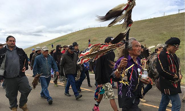 Resultado de imagen para veteranos de guerra apoyan a sioux de Standing Rock contra oleoducto